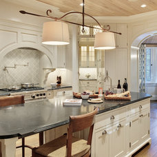 Traditional Kitchen by Glave & Holmes Architecture