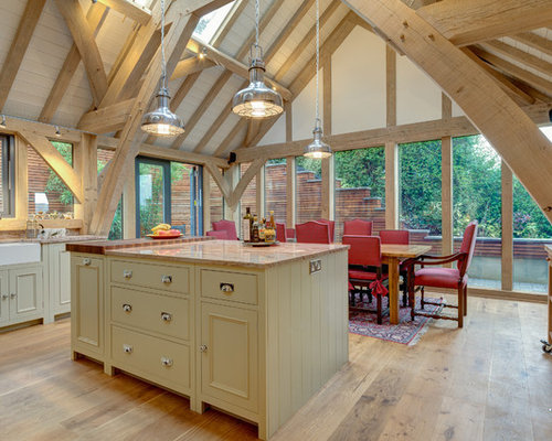 Example Of A Classic U Shaped Eat In Kitchen Design In Devon With A