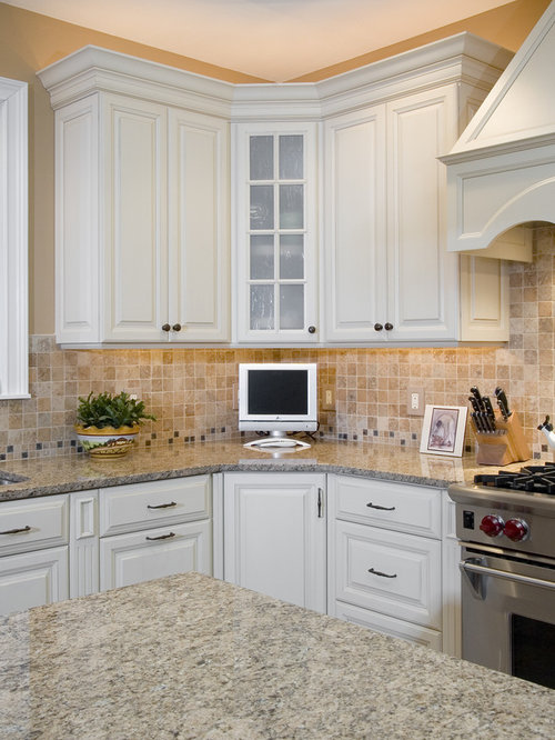 Corner kitchen cabinet houzz for Kitchen cabinets houzz