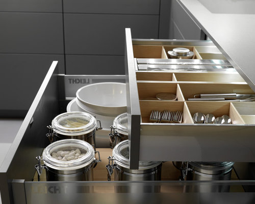 Mid Sized Contemporary U Shaped Eat In Kitchen Idea In Boston With An