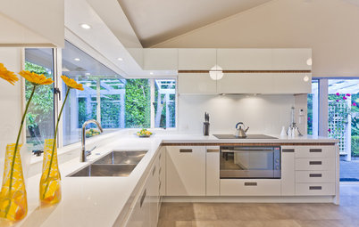 Kitchen FAQs: Selecting Your Sink Material