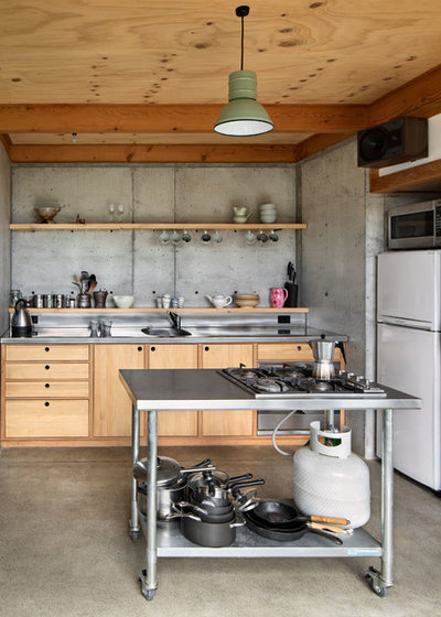 Industrial Kitchen by Patch Work Architecture