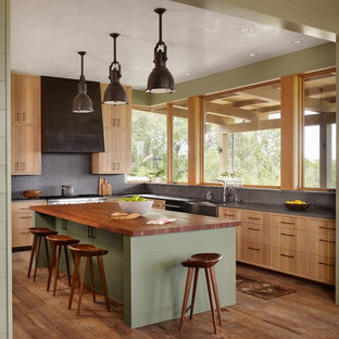 Enclosed kitchen - mid-sized contemporary l-shaped medium tone wood floor enclosed kitchen & 75 Most Popular Home Design Ideas \u0026 Photos Design Ideas for 2018 ...