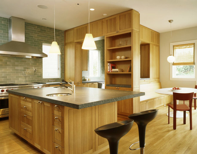 Traditional Kitchen by Schwartz and Architecture