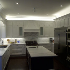 Traditional Kitchen by Domani Kitchens