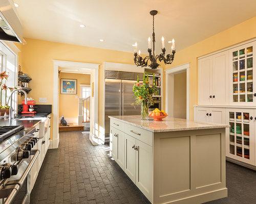 cuisine parall le avec un sol en brique photos et id es d co de cuisines. Black Bedroom Furniture Sets. Home Design Ideas