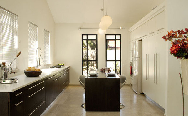 Modern Kitchen by Dorit Sela