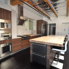 Modern Kitchen by Keystone Cabinetry Inc.   Since 1984
