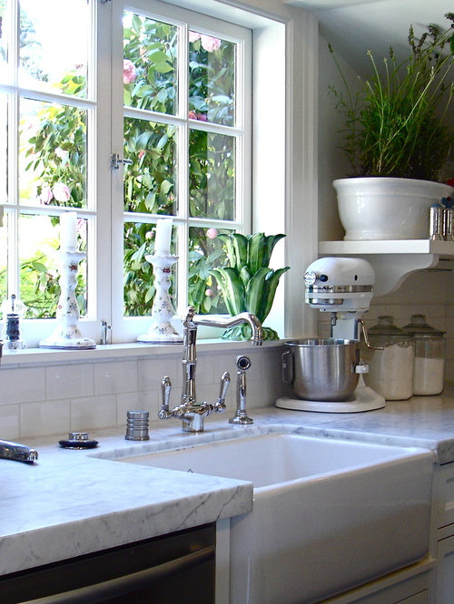 Traditional Kitchen Idea In San Francisco With A Farmhouse Sink