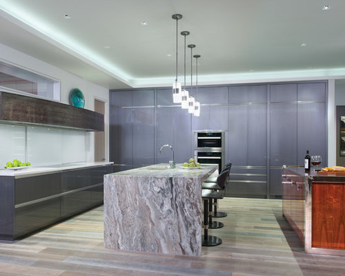 Medium sized kitchen design ideas renovations photos for Beauty queen kitchen cabinets