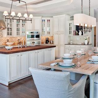 Imagen de cocina comedor clásica renovada con electrodomésticos de acero inoxidable y encimera de madera