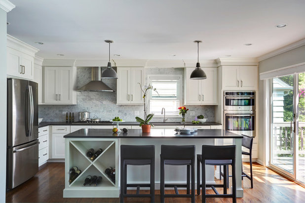 Transitional Kitchen by The Kitchen Studio of Glen Ellyn