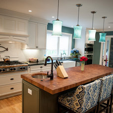 Traditional Kitchen by INTEGRITY KITCHENS AND BATHS