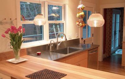 Kitchen Layouts: Island or a Peninsula?