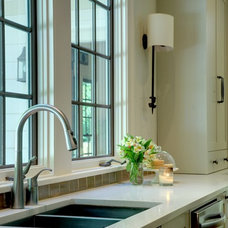 Traditional Kitchen by Linda MacArthur, Architect