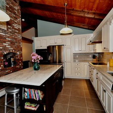 Traditional Kitchen by Wayside Kitchens