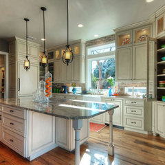 traditional kitchen by Olson Defendorf Custom Homes