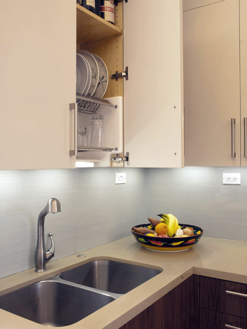 Example Of A Minimalist Kitchen Design In San Francisco