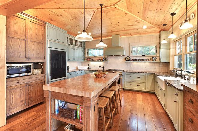 Rustic Kitchen by MAC Custom Homes