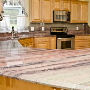 Traditional kitchen ideas - Example of a classic kitchen design in DC Metro