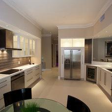 Contemporary Kitchen by SUNBUILT Inc.