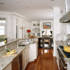 traditional kitchen by Sylco Cabinetry