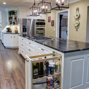 Transitional kitchen inspiration - Transitional kitchen photo in Atlanta