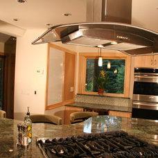 Contemporary Kitchen by Grayling Construction