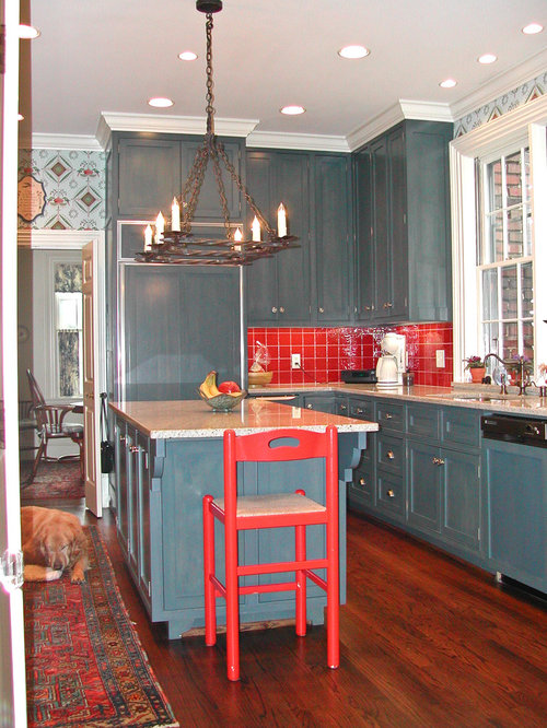 cuisine avec une cr dence rouge et un plan de travail en terrazzo photos et id es d co de cuisines. Black Bedroom Furniture Sets. Home Design Ideas