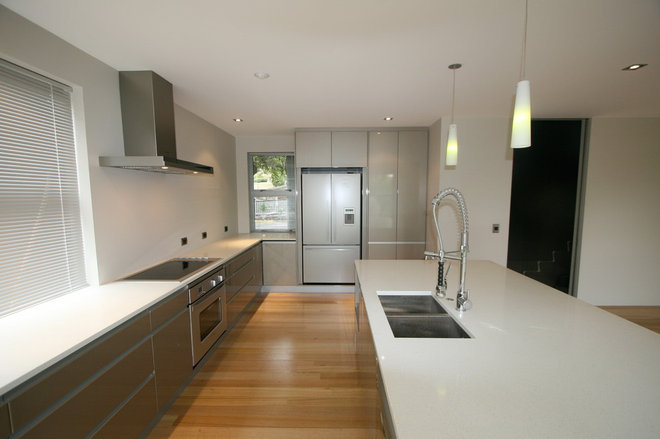 Modern Kitchen by Cutting Edge Kitchens