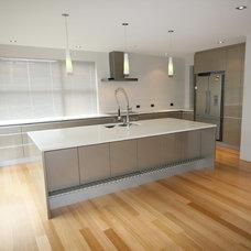 Modern Kitchen by Cutting Edge Kitchens