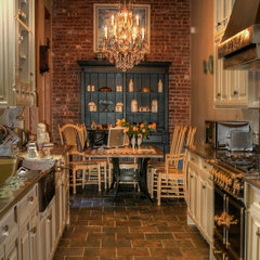 traditional kitchen by CCS Woodworks Inc.