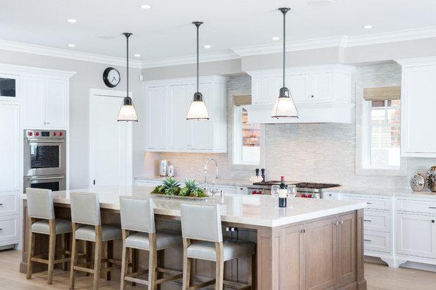 Beach Style Kitchen by Spinnaker Development