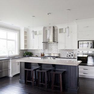 Idéer för att renovera ett vintage kök, med luckor med glaspanel och rostfria vitvaror