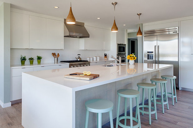 Modern Kitchen by Mackenzie Collier Interiors