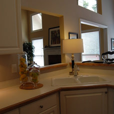 Traditional Kitchen by Accent Home Staging, LLC (Atlanta, GA)