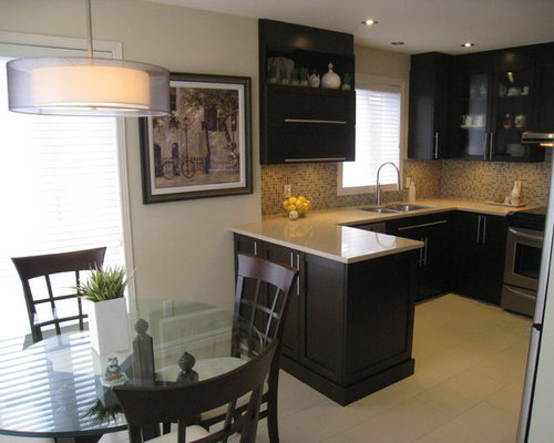Modern Peninsula Kitchen Design