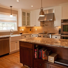 Traditional Kitchen by Vida Shore Design