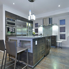 Contemporary Kitchen by Citymax Properties Inc