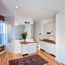 Contemporary Kitchen by KARLA KARWAS architecture & interiors