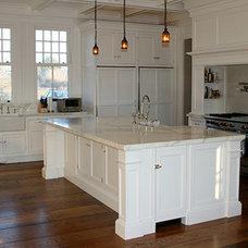 Craftsman Kitchen by Chestnut Woodworking & Antique Flooring Co.