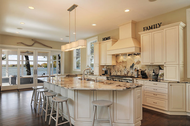 Traditional Kitchen by A. Perry Homes