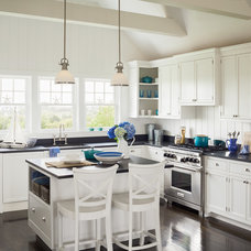 Beach Style Kitchen by Sophie Metz Design