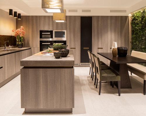 cuisine avec un lectrom nager encastrable et une cr dence marron photos et id es d co de cuisines. Black Bedroom Furniture Sets. Home Design Ideas