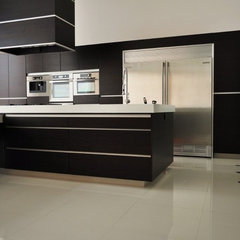 modern kitchen by Arturo Medellin
