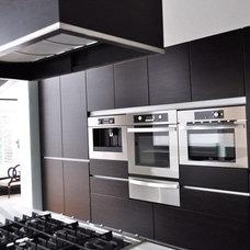 Modern Kitchen by Arturo Medellin