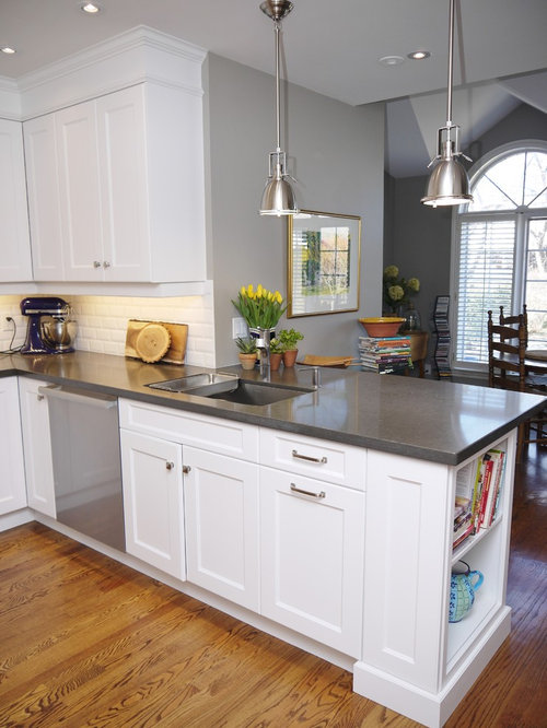 Medium sized u shaped kitchen design ideas renovations for Beaverton kitchen cabinets reviews