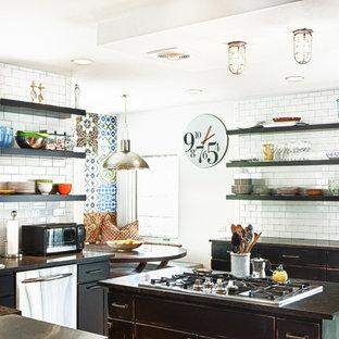 デンバーのエクレクティックスタイルのおしゃれなキッチン (サブウェイタイルのキッチンパネル、シルバーの調理設備の、オープンシェルフ、ヴィンテージ仕上げキャビネット、白いキッチンパネル) の写真