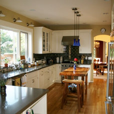 Traditional Kitchen by Rainier Cabinetry & Design, Inc