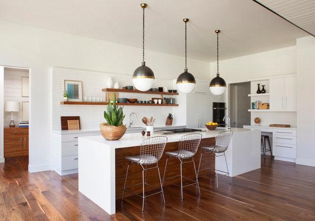 Mid-Century Küche by Brittany Stiles Design